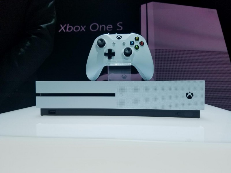 Watch videos and music on your Xbox One S